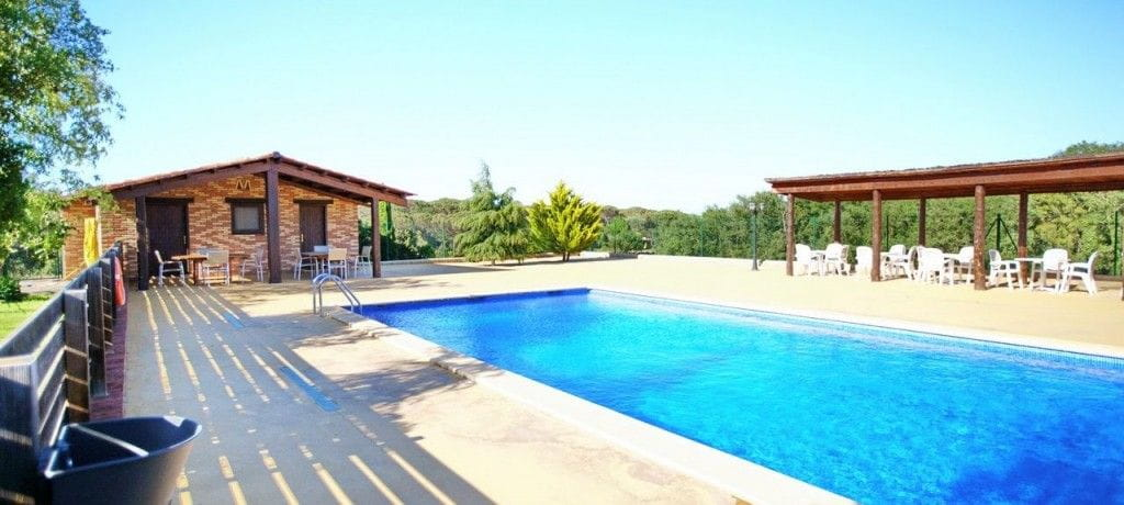 Casa rural ca l 39 estrada a riudarenes girona for Casa rural girona piscina