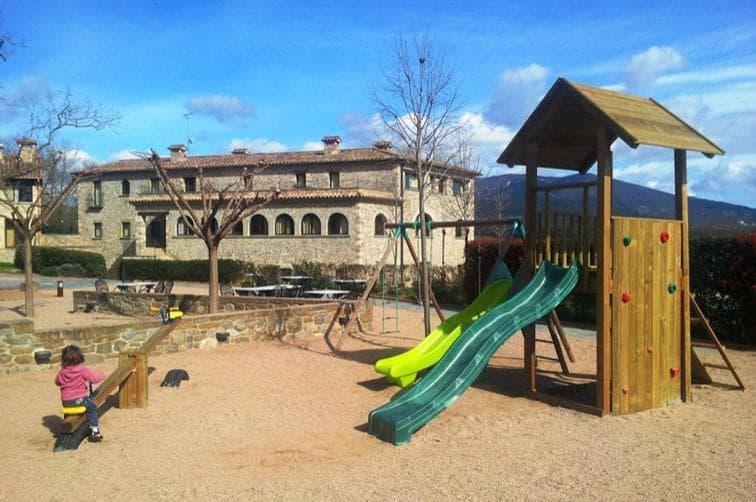 Vacances en família. Apartaments a Besalú per a famílies amb nens