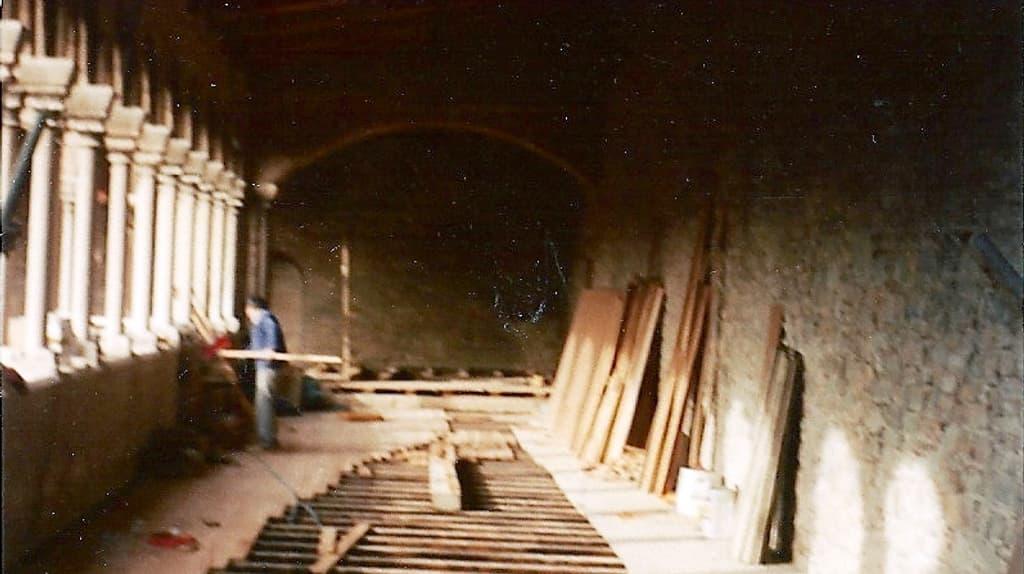 293868Restauració de la tarima del Claustre de Santa Maria de Ripoll