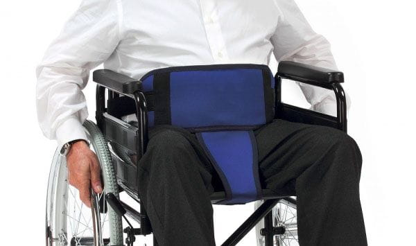 Cinturó amb perineal per cadira de rodes