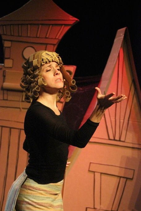 L'Elena Martinell en el paper de la Bruixa Estruga