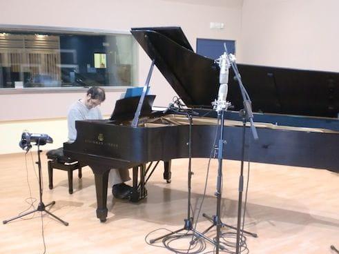 Paco Viciana durante la grabación de la banda sonora de Coll de Roses
