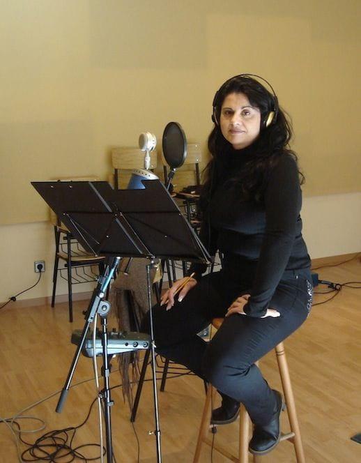 Susanna Del Saz durant l'enregistrament de la banda sonora de Coll de Roses.
