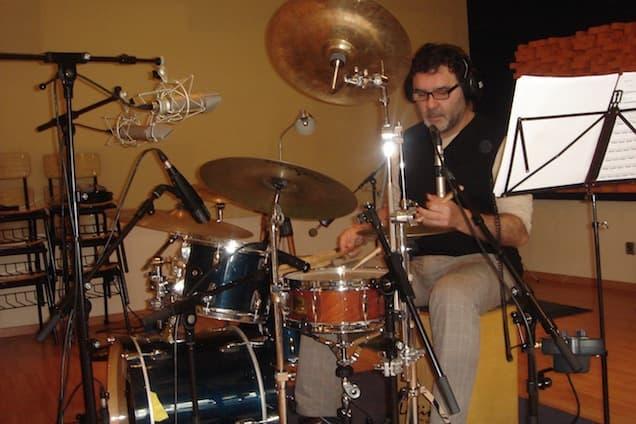 Cidon Trindade durant l'enregistrament de la banda sonora de Coll de Roses.