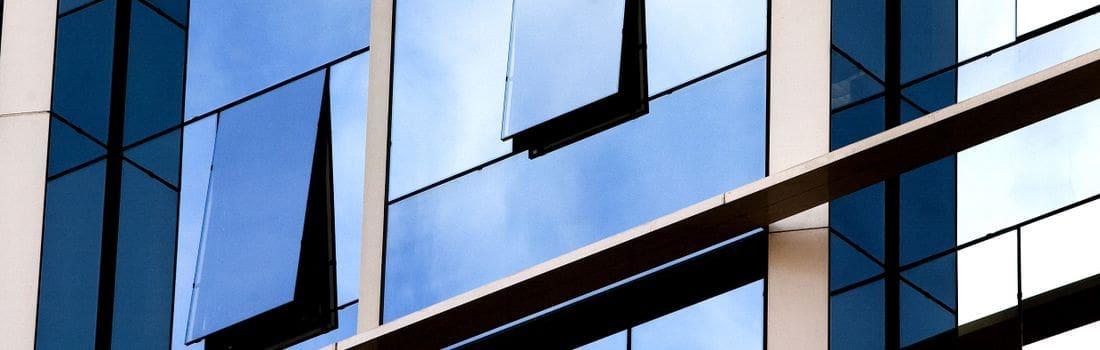 Construïm tot tipus de portes, finestres, cristalls i miralls. Sempre adaptats als gustos dels nostres clients.