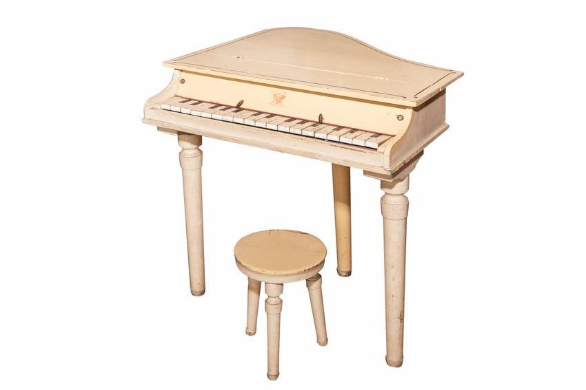 DIP-7372 Piano petit + tamboret  (P.V.P.: 350 - Preu oferta 300€)