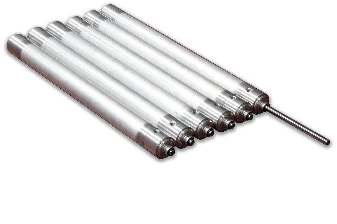 Cilindro neumático doble efecto con sistema de bloqueo mecánico en los extremos.