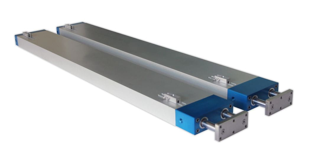 Double chamber pneumatic cylinder, guided with detector