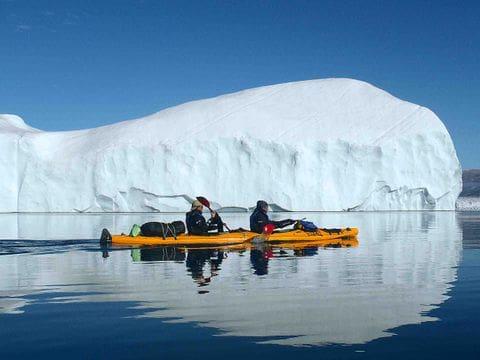 kayak entre icebergs