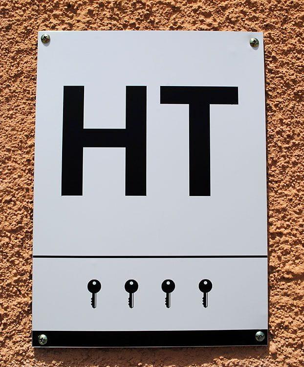 Placa oficial 4 llaves de la vivienda turística El Solei según la normativa de la Generalidad de Cataluña