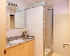 Cuarto de baño con ducha - Cal Fuster Besalú