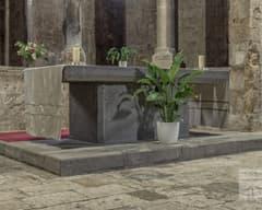 Altar de Sant Pere de Besalú