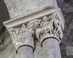 Capitells de l'interior de Sant Pere de Besalú