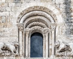 Façana de Sant Pere de Besalú