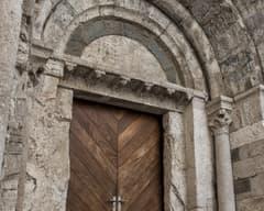 Entrada del Hospital de Sant Julià de Besalú