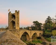 Puente de Besalú al anochecer