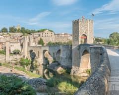 Visión general del puente de Besalú