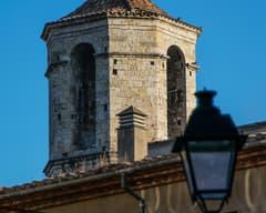 Campanario de Sant Vicenç de Besalú desde la calle Ganganell