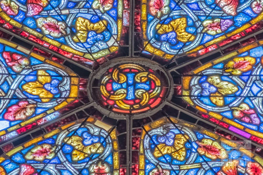 Detalle del rosetón de encima del altar de Sant Vicenç de Besalú