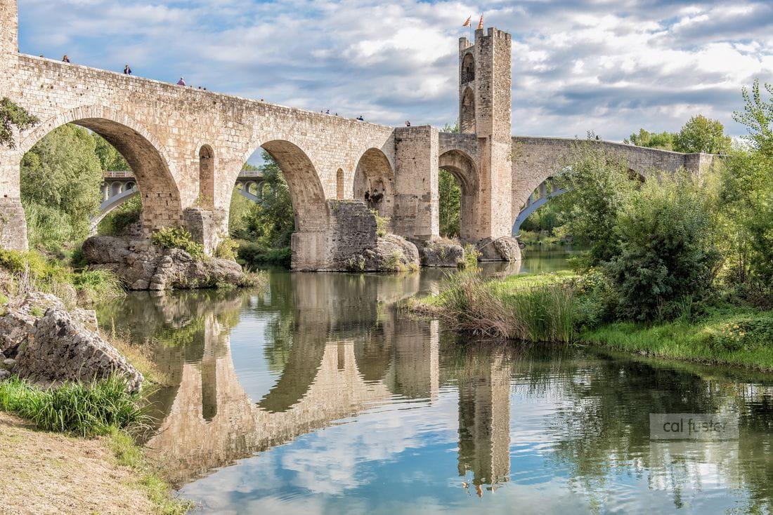Vista general del Puente de Besalú