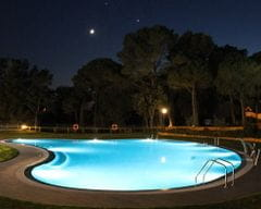 piscina camping de noche