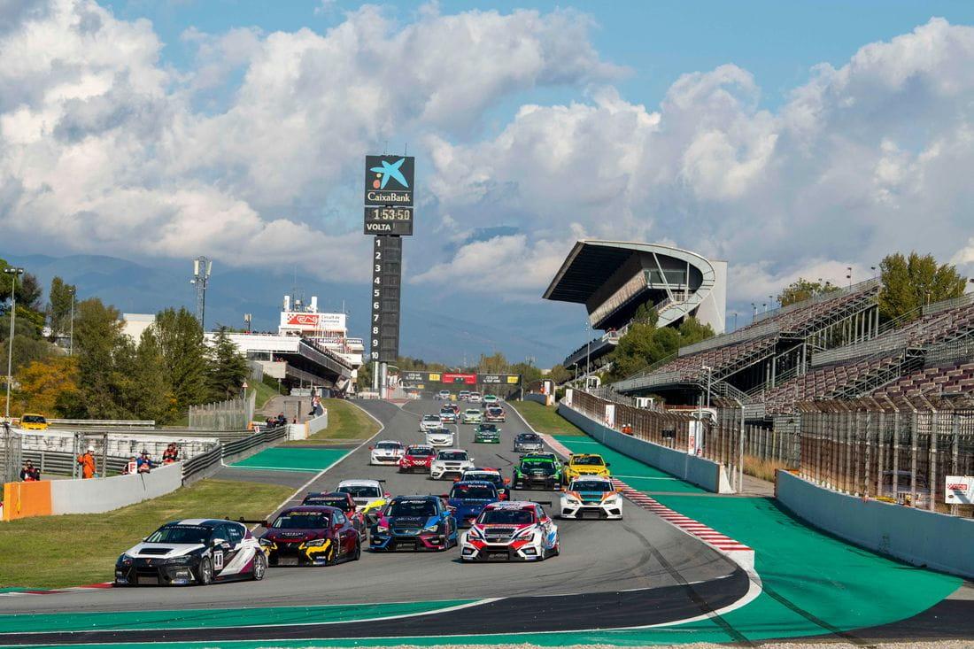Salida de la carrera de 2 horas del GT-CER 2019 en el Circuit de Barcelona-Catalunya