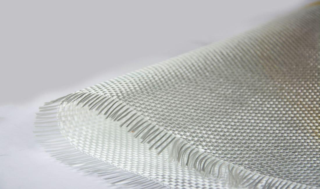 En Germans Fornell, SL trabajamos todo tipo de resina: Ortoftálico, Vynilester e Isostálica. Manipulamos diferentes gramajes de fibra de vidrio, 300-450-600, coremat de 2mm-4mm, fibra de carbón, Kevlar, velo, y mate polvo entre otros materiales.