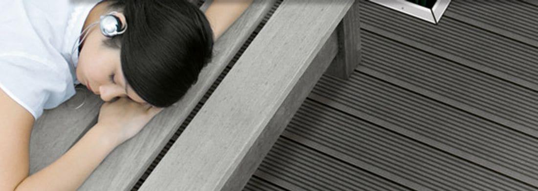 Diseñe un exterior de ensueño. Con suelos cómodos para ir descalzo, resistentes a la intemperie y que no se afean.