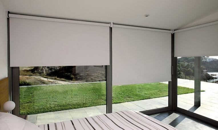 cortina enrollable opaca