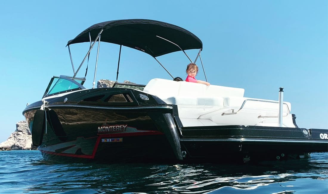 An exclusive boat for demanding customers, rent your boat in Estartit Costa brava, this boat is one for its luxury in every way. Estartit Rent a Boat we have all types of boats for all types of customers.