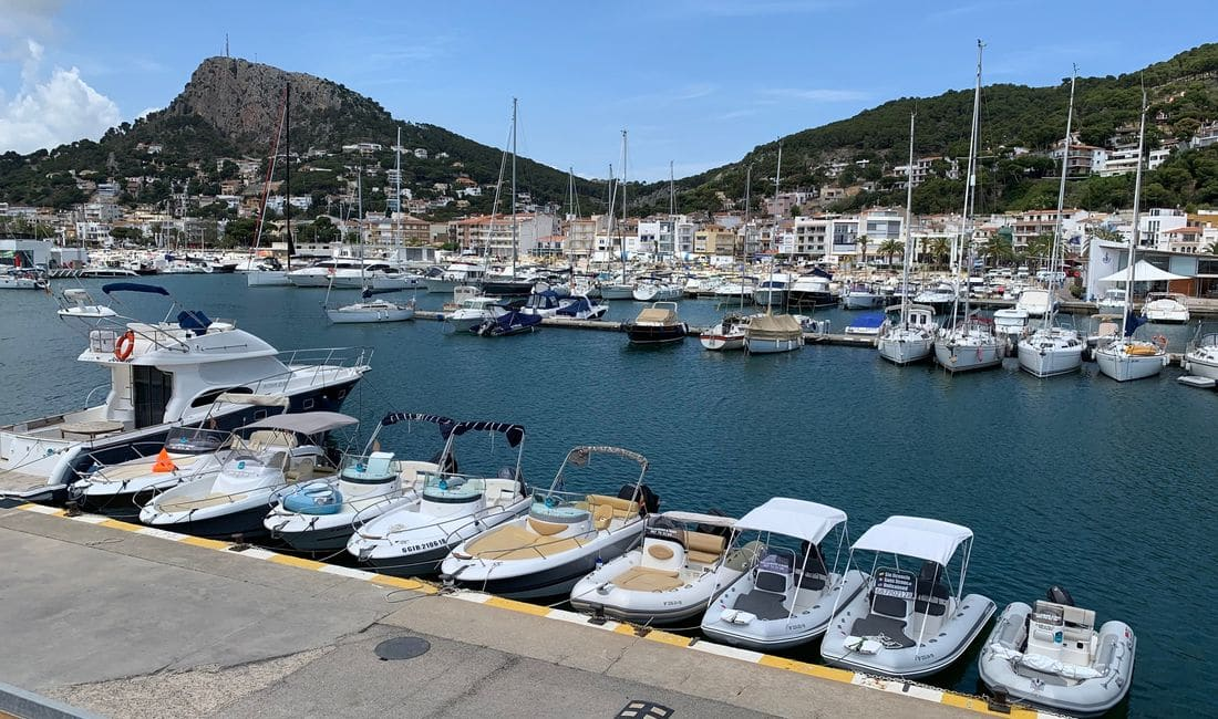 Celebrations: Bachelor parties, birthdays, family parties or friends parties. Contact us and we will offer you your best option. Rent your boat in Estartit in the lung of the Costa Brava.