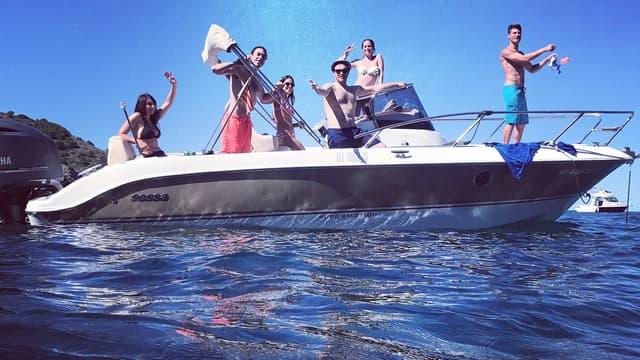 Ce bateau est pour des clients exigeants, un beau bateau, louez-le chez Estartit Rent A Boat
