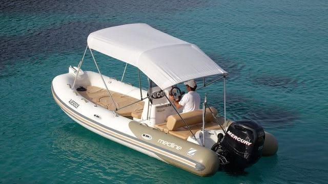 Zodiac est synonyme de navigation de qualité, impeccable et ludique, location de bateaux sur la Costa Brava