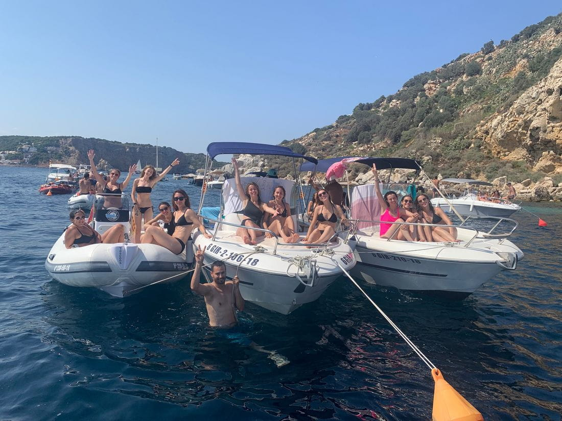 Bachelorette party in Medes Islands ......
