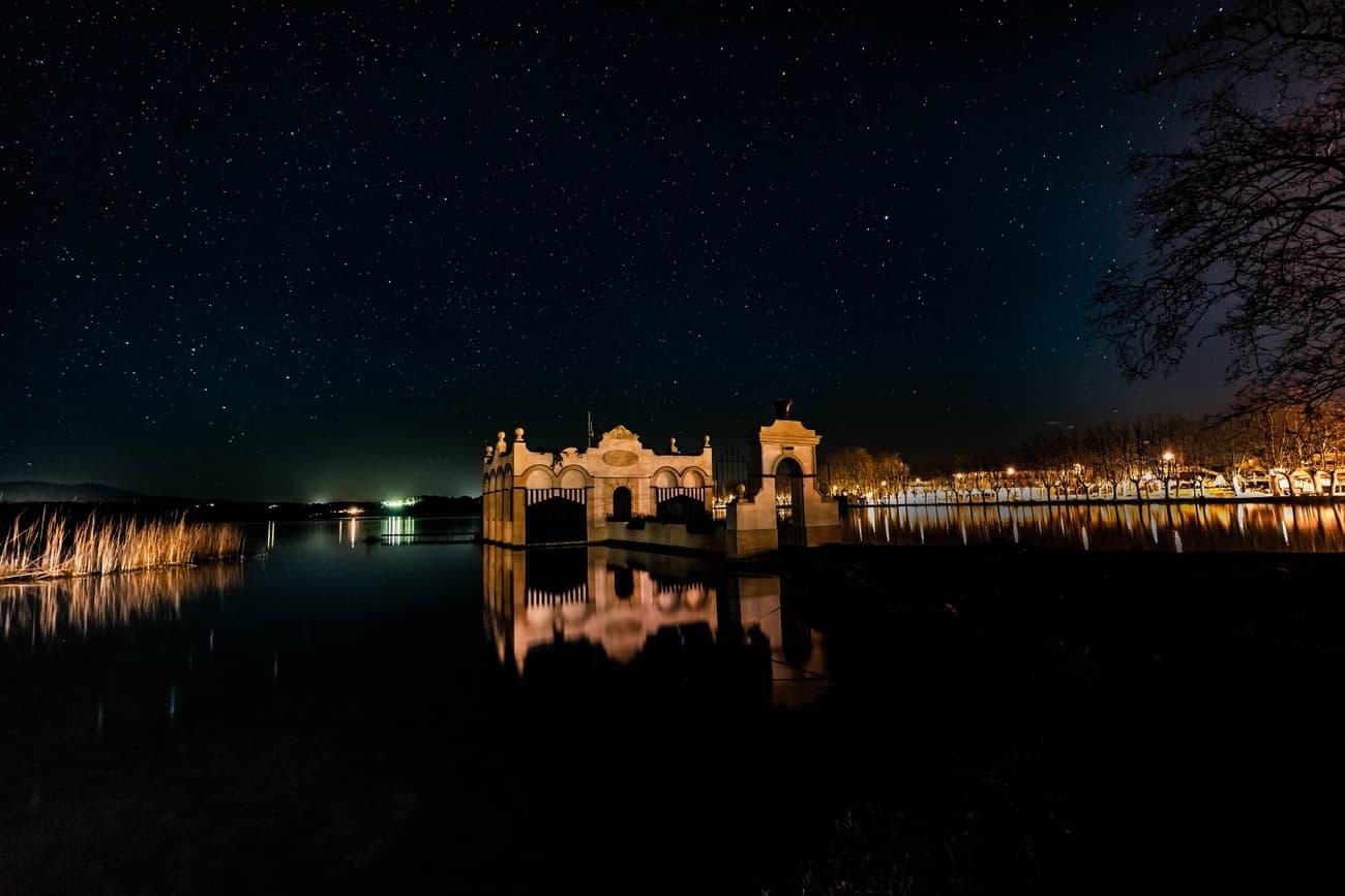Lake of Banyoles (Pesquera Marimon) and Starry Background. Kilian Vindel  -  Canon EOS 6D MARKII - IRIX Firefly 15mm f/4.0 20