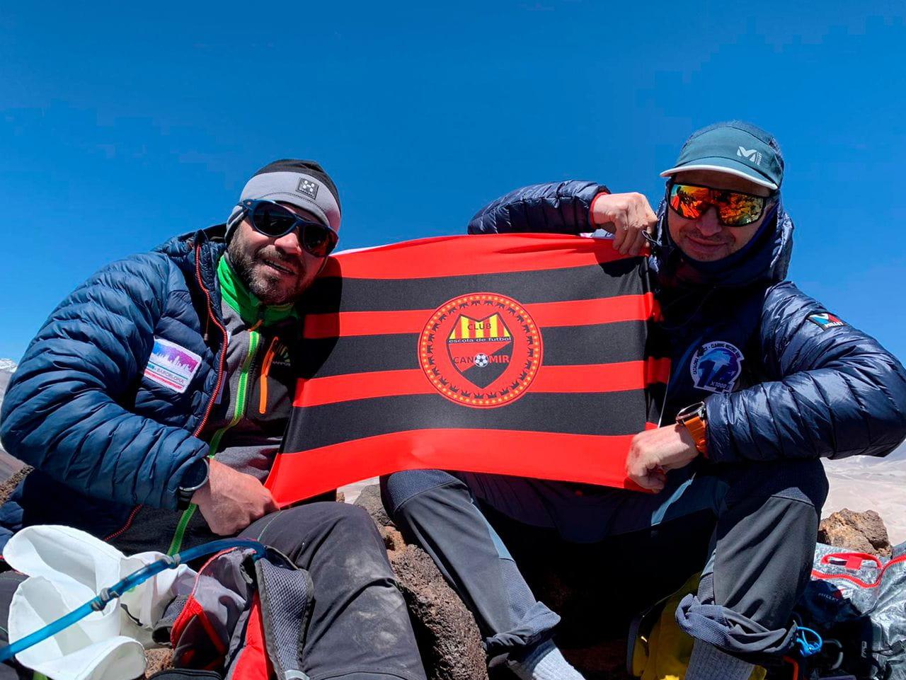 Éxito de No Limits coronando varios volcanes del desierto de Atacama (Chile)