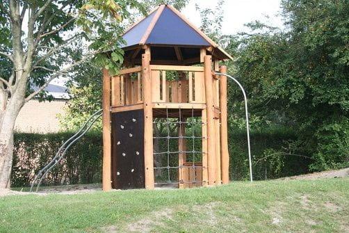 Robínia Torre amb Diferents Vies d'Escalada i per al Descens