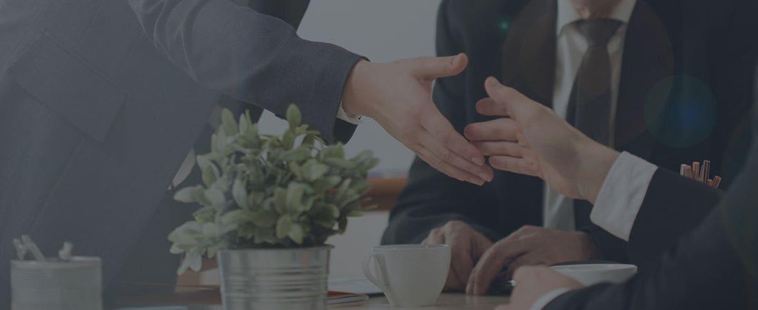 Priorizamos sobre todo un trato personal fundamentado en una relación de confianza entre cliente y abogado.