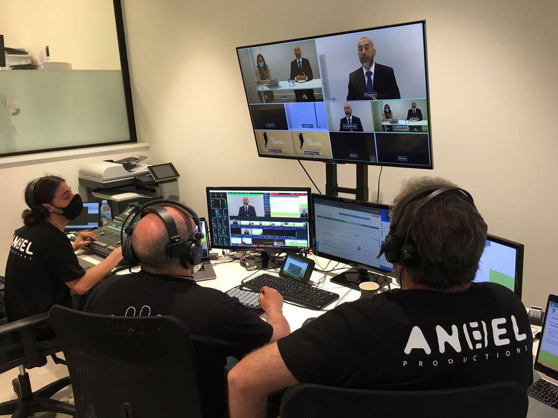 L'equip de realització de MultiSignes i Anhel controlant l'emissió