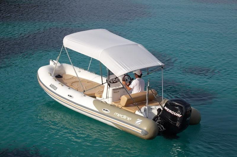 Un bateau idéal pour profiter de la location sur la Costa Brava