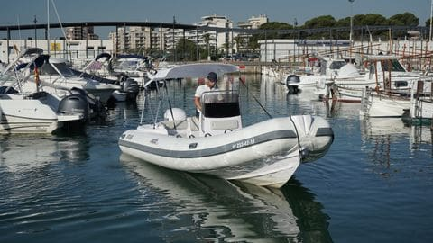 Alquiler Selva 600 con licencia de navegación