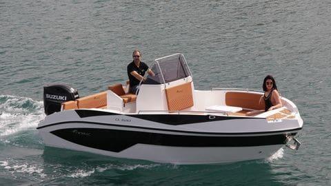 Alquiler Nireus CL 620 con licencia de navegación