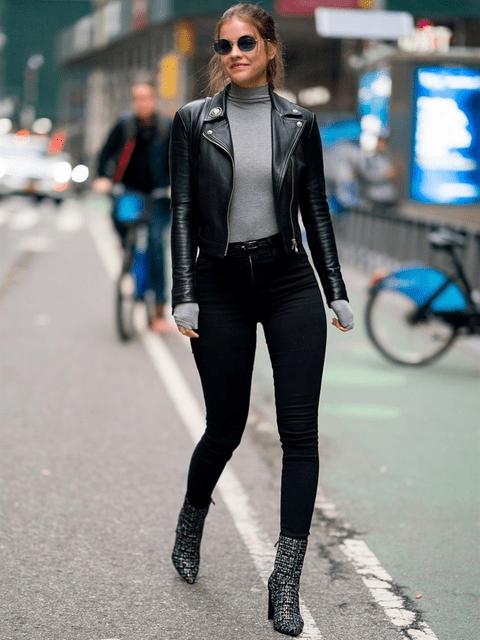 Outfit con chaqueta tipo perfecto de cuero