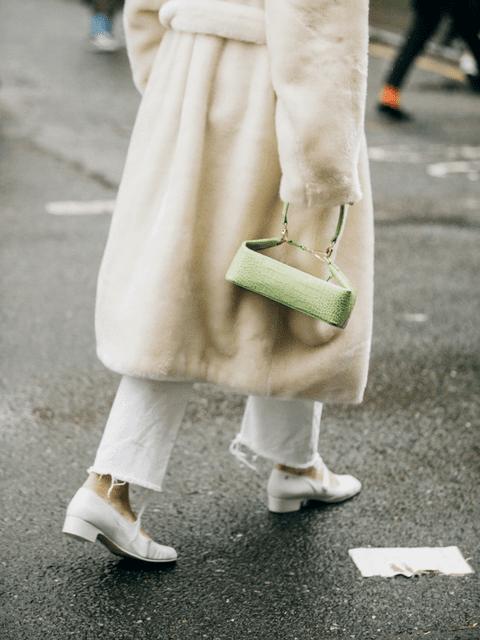 Un abrigo de pelo te da el punto invernal