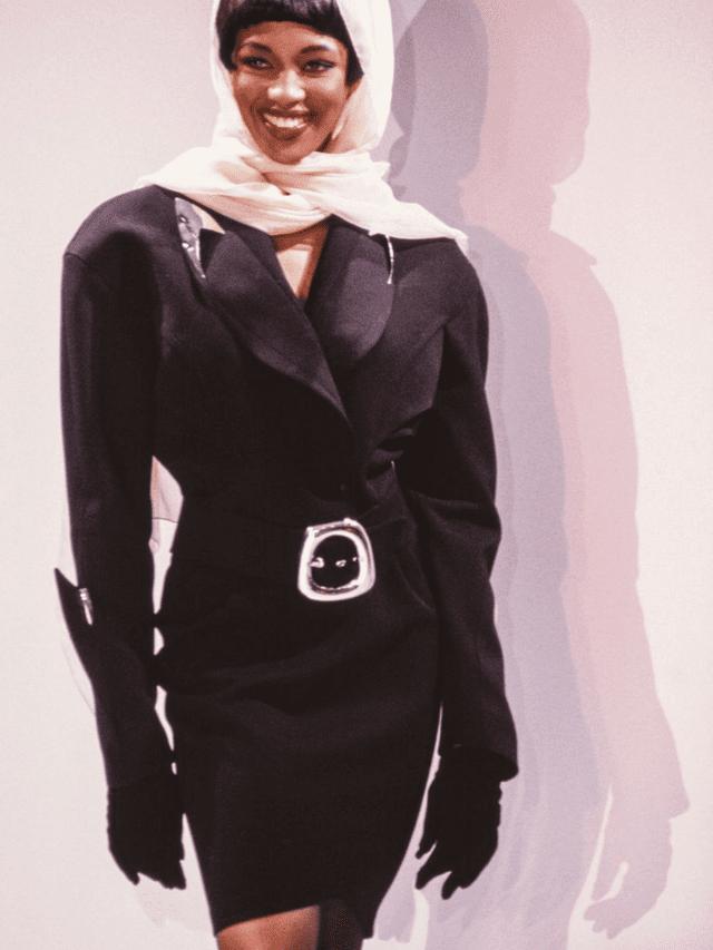 Las hombreras eran la máxima tendencia de la década de los 80, Naomi Campbell no se resistia a ellas