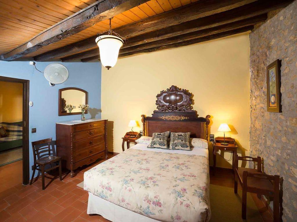 Cal Duc- La Nina- Habitació amb llit de matrimoni