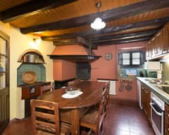 Cal Duc- La Nina- Cocina con chimenea