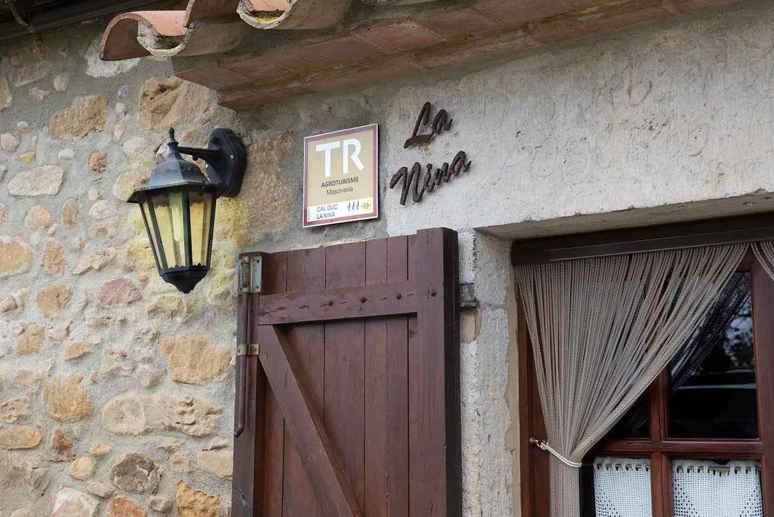 Cal Duc- La Nina- Porta exterior