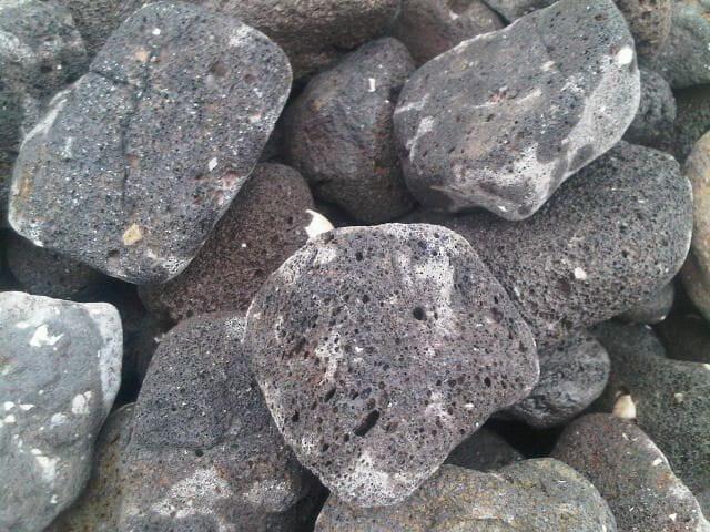 Galets pouzzolane noir for Galet decoratif noir