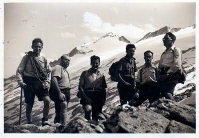 A punt de pujar la gelera. De dreta a esquerra: L'Anton Prat